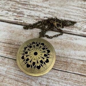 Jewelry - 🆕 Oil Diffusing Locket